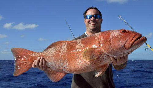 Olivier et une magnifique babone en pêche a l'appât - www.rodfishingclub.com - Ile Rodrigues - Maurice -Océan Indien