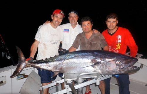 Alberto et son thon à dents de chien de 62kg en jigging - Rod Fishing Club - Ile Rodrigues - Maurice - Océan Indien