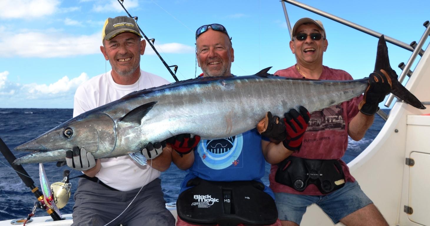 Big wahoo for the big wahoo team - Rod Fishing Club - Rodrigues Island - Mauritius - Indian Ocean