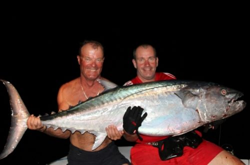 Bruno et Christian avec leur doggy de 51kg en jigging - Rod Fishing Club - Ile Rodrigues - Maurice - Océan Indien
