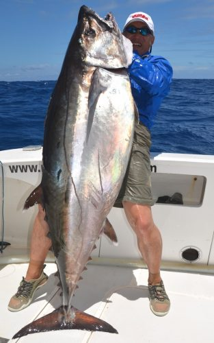 Igor et son doggy de 60.5kg - Rod Fishing Club - Ile Rodrigues - Maurice - Océan Indien
