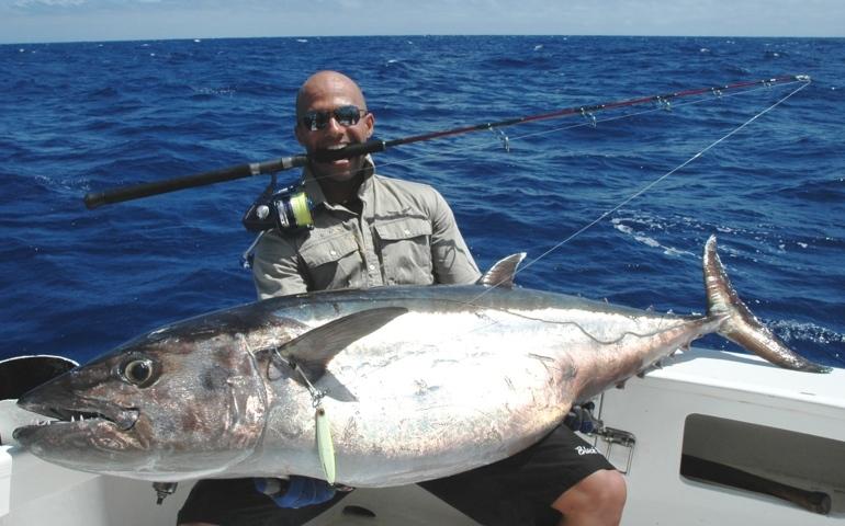 Jérémy et son doggy de 61.6kg en Heavy Spinning - Rod Fishing Club - Ile Rodrigues - Maurice - Océan Indien