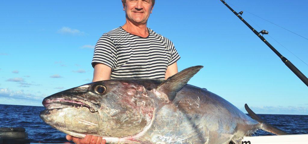 Jean Yves et son thon à dents de chien de 57kg - Rod Fishing Club - Ile Rodrigues - Maurice - Océan Indien