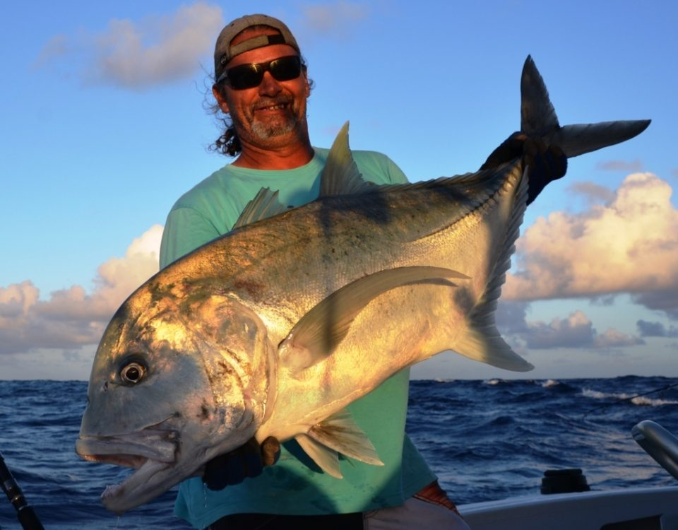 carangue ignobilis (GT) de plus de 25kg relâchée - Rod Fishing Club - Rodrigues Island - Mauritius - Indian Ocean