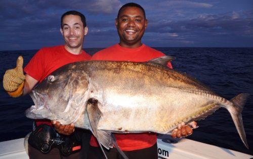 carangue ignobilis de plus de 35kg relâchée par Loic - Rod Fishing Club - Ile Rodrigues - Maurice - Océan Indien