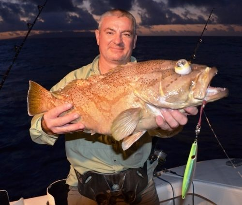 mérou des grands fonds en jigging au coucher du soleil - Rod Fishing Club - Ile Rodrigues - Maurice - Océan Indien