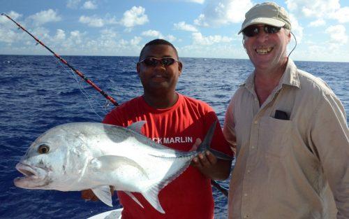 petite carangue ignobilis relâchée - Rod Fishing Club - Ile Rodrigues - Maurice - Océan Indien