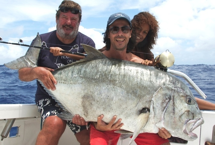 50kg Giant Trevally on baiting - Rod Fishing Club - Rodrigues Island - Mauritius - Indian Ocean