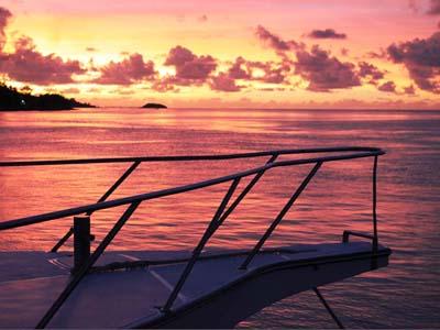 Coucher soleil de l'avant de Black Marlin- crédit photo Philippe Drouhin - Rod Fishing Club - Ile Rodrigues - Maurice - Océan Indien