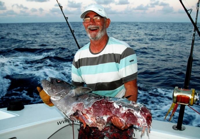restes de doggy après passage requins - Rod Fishing Club - Ile Rodrigues - Maurice - Océan Indien