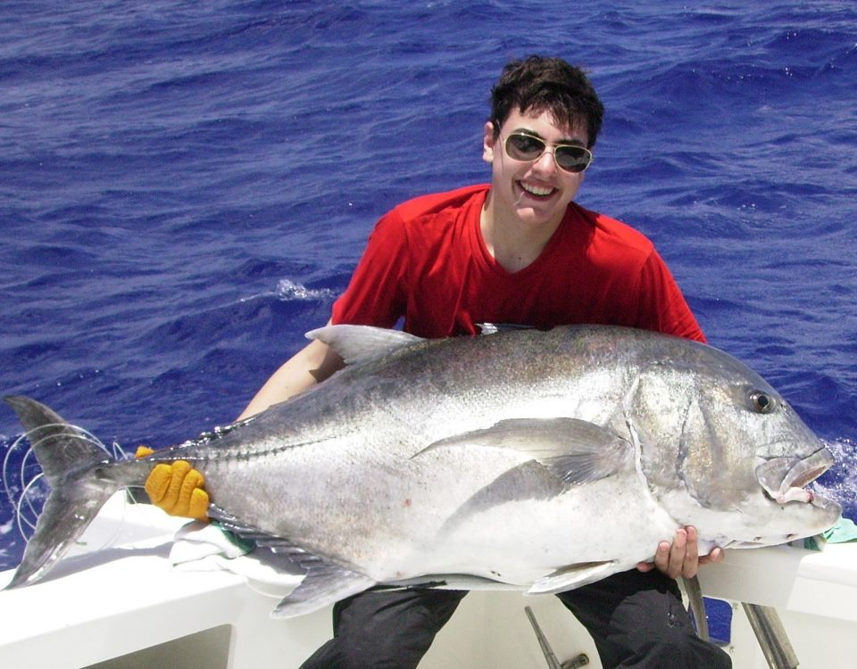 43kg giant trevally masculine junior world record on baiting - 14 02 2010.