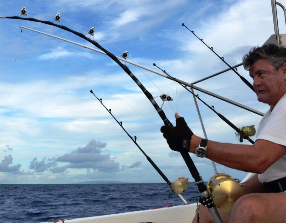 Axel en combat avec un doggy de 89 kg - Rod Fishing Club - Ile Rodrigues - Maurice - Océan Indien