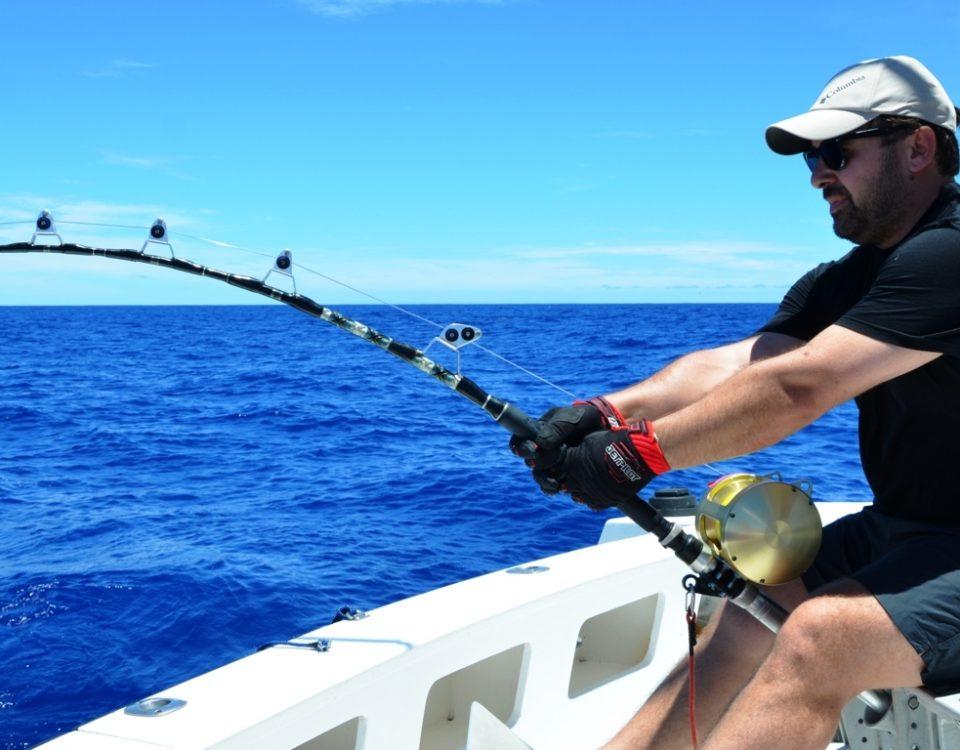 En combat avec un thon à dents de chien de 82kg en pêche à l' appât - Rod Fishing Club - Ile Rodrigues - Maurice - Océan Indien