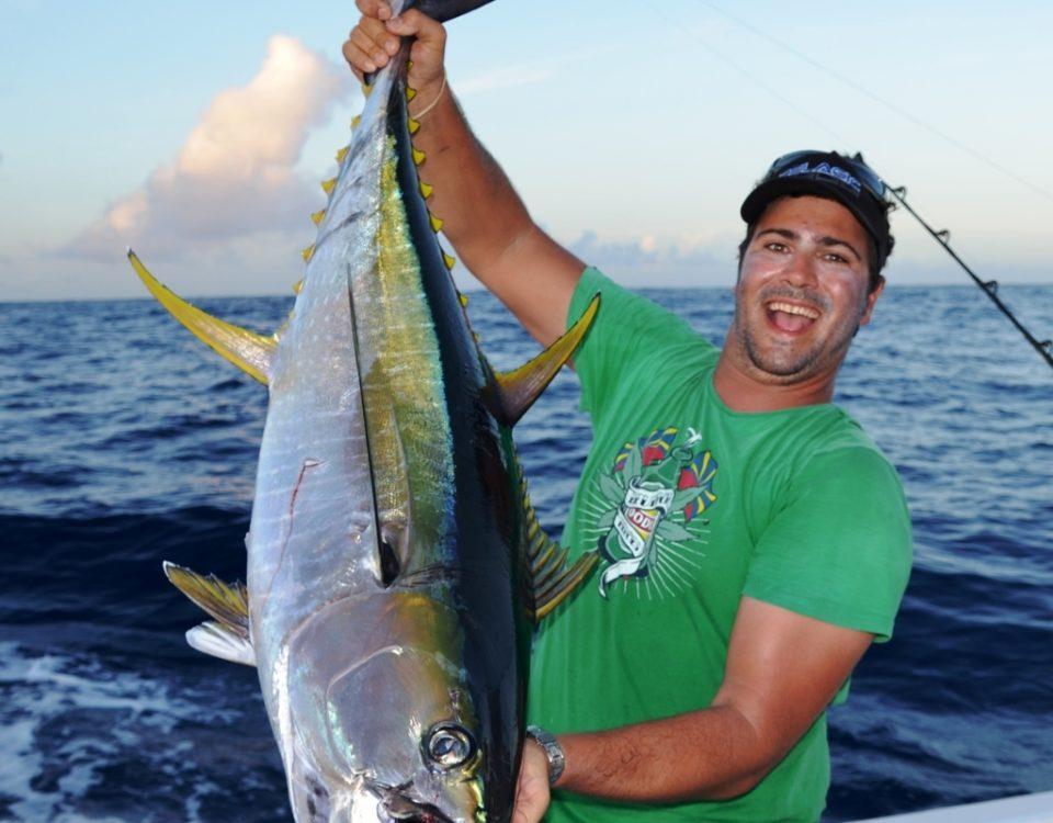Greg et un thon jaune - Rod Fishing Club - Ile Rodrigues - Maurice - Océan Indien