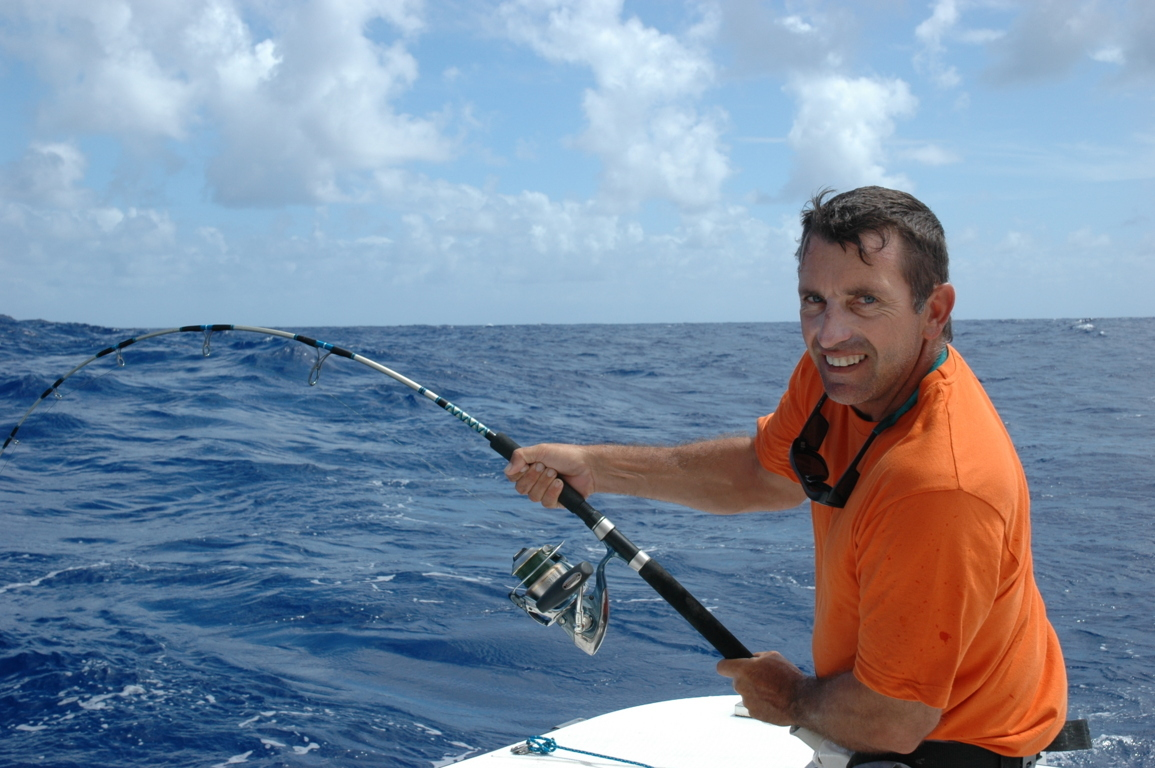Julien au prise avec un doggy en jigging - Rod Fishing Club - Ile Rodrigues - Maurice - Océan Indien