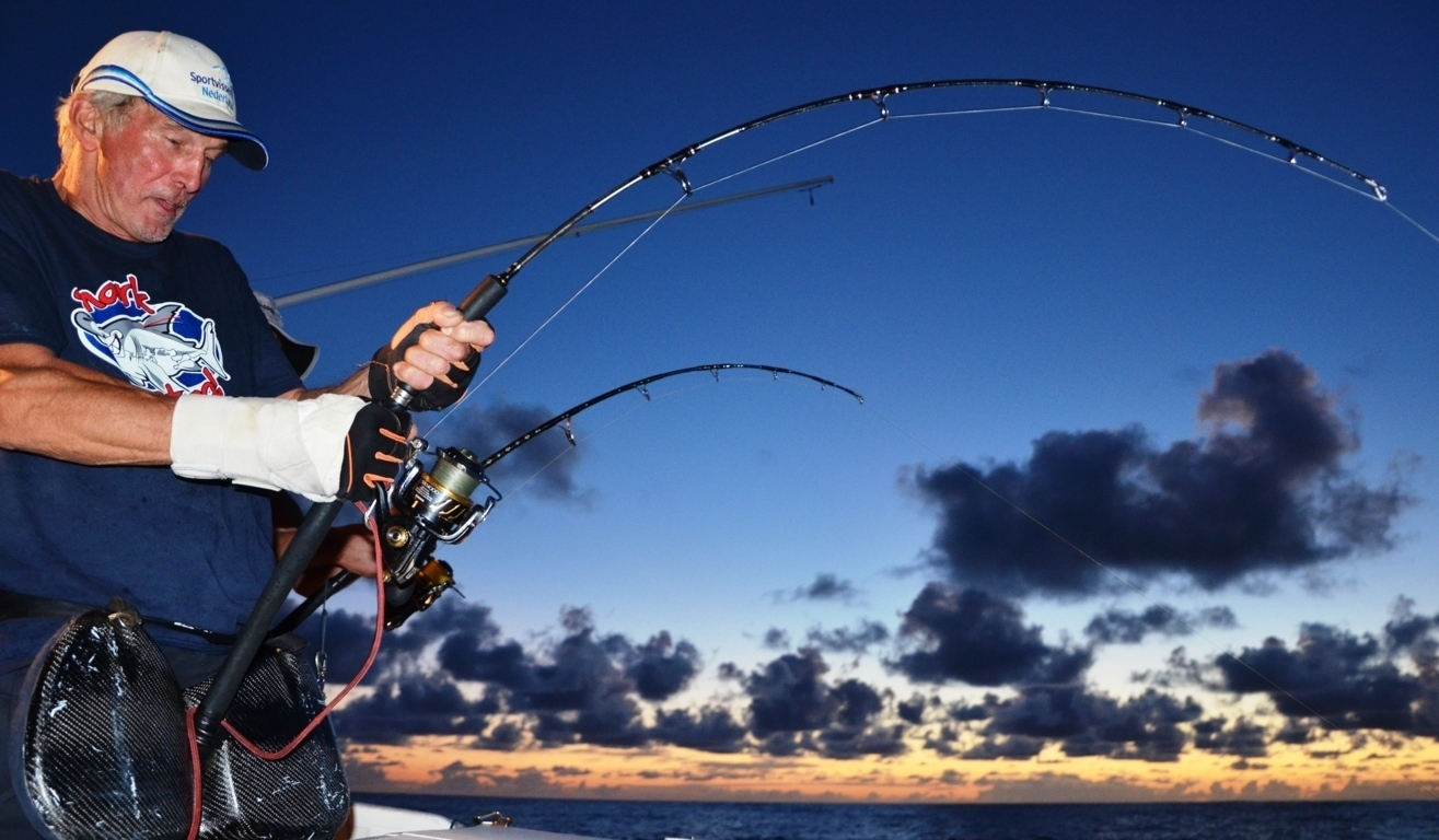 Mart on jigging at sunset on November 2014 - Rod Fishing Club - Rodrigues Island - Mauritius - Indian Ocean