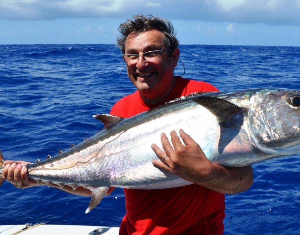 Pascal, pêcheur heureux avec son thon à dents de chien - Rod Fishing Club - Ile Rodrigues - Maurice - Océan Indien