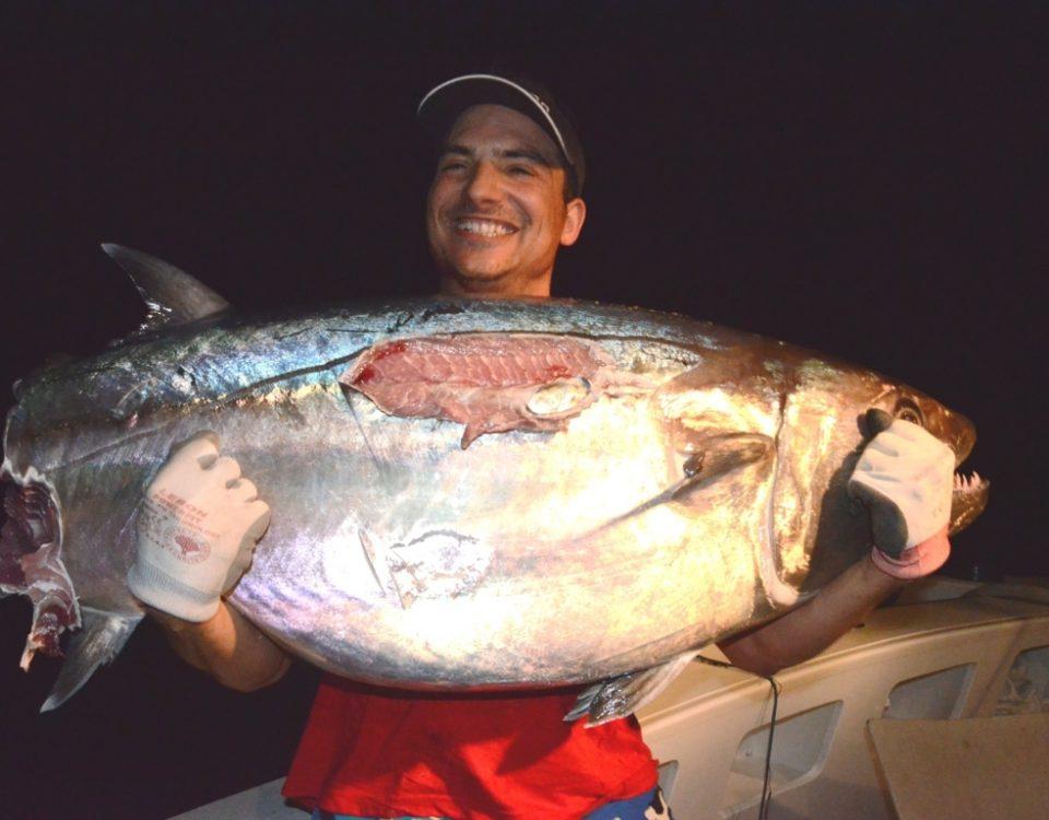 Pierre et son thon à dents de chien coupé - Rod Fishing Club - Ile Rodrigues - Maurice - Océan Indien