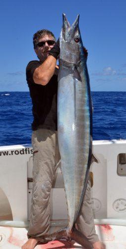 wahoo-de-31kg-pris-en-heavy-spinning-par-claudius-rod-fishing-club-rodrigues-ile-maurice-ocean-indien