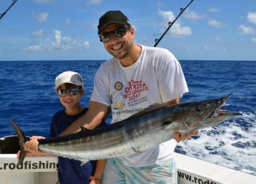 valentin-et-son-wahoo-pris-en-peche-a-la-traine-rod-fishing-club-ile-rodrigues-maurice-ocean-indien