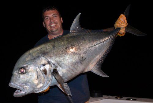 carangue-ignobilis-gt-de-20kg-prise-en-peche-a-lappat-par-jean-marc-rod-fishing-club-ile-rodrigues-maurice-ocean-indien