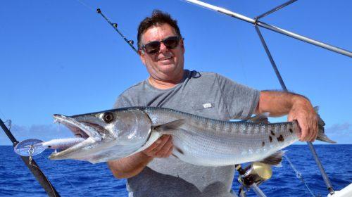Magnifique-barracuda-pris-au-rapala-X-Rap-40-en-pêche-a-la-traine-par-Gérard-Rod-Fishing-Club-Ile-Rodrigues-Maurice-Océan-Indien