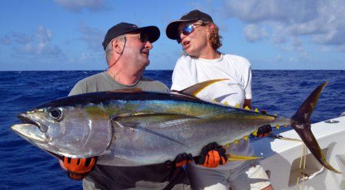 magnifique-thon-jaune-pris-en-peche-a-la-traine-rod-fishing-club-ile-rodrigues-maurice-ocean-indien