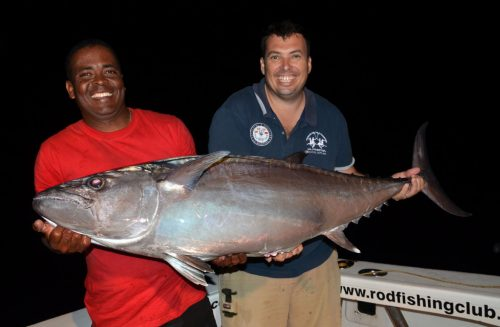 thon-dents-de-chien-de-plus-de-30kg-pris-par-jean-marc-en-peche-a-lappat-rod-fishing-club-ile-rodrigues-maurice-ocean-indien