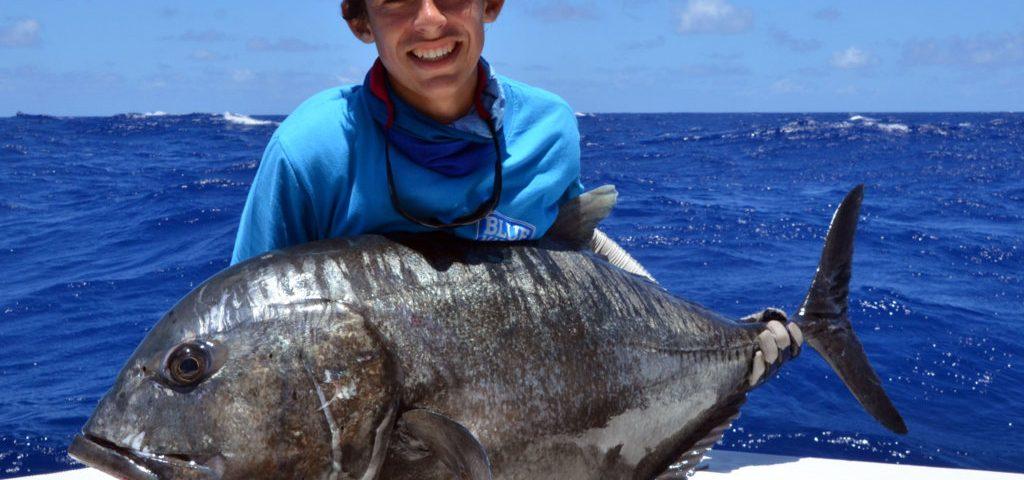 Carangue ignobilis (GT) de 35kg prise en jigging par Marius avant relâche - www.rodfishingclub.com - Ile Rodrigues - Maurice - Océan Indien