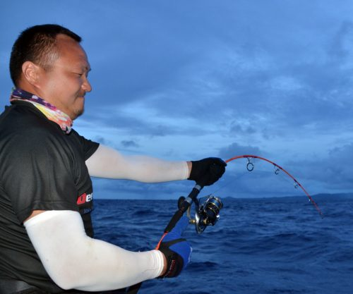 Hard fight for Sam with a doggy - www.rodfishingclub.com - Rodrigues Island - Mauritius - Indian Ocean