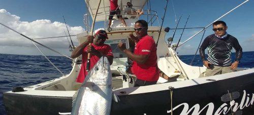 Boarding a 44kg doggy - www.rodfishingclub.com - Rodrigues Island - Mauritius - Indian Ocean