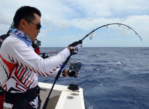 Rude combat pour Kevin en pêche au jig - www.rodfishingclub.com - Ile Rodrigues - Maurice - Océan Indien