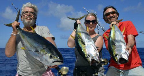 Triplé de thons jaunes pris en pêche a la traîne par la Team - www.rodfishingclub.com - Ile Rodrigues - Maurice - Océan Indien