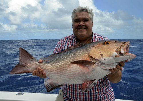 Carpe rouge pour Fred en pêche a l'appât - www.rodfishingclub.com - Ile Rodrigues - Maurice -Océan Indien