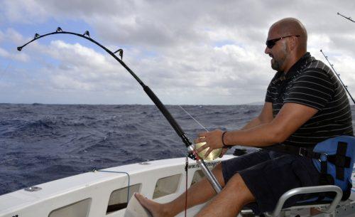 Rude combat pour Marcin en pêche au vif - www.rodfishingclub.com - Ile Rodrigues - Maurice - Océan Indien