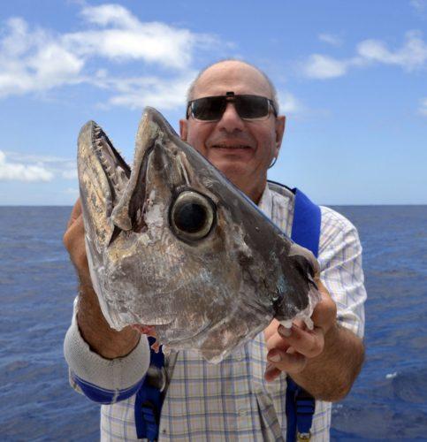 Tête de thon dents de chien coupé par un requin - www.rodfishingclub.com - Rodrigues - Maurice - Océan Indien