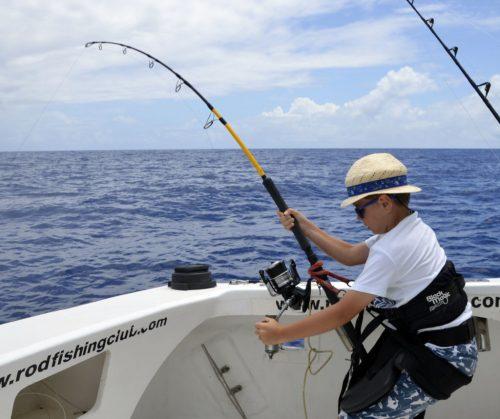 Mathis travaillant avec un ensemble shimano - www.rodfishingclub.com -Rodrigues - Maurice - Océan Indien