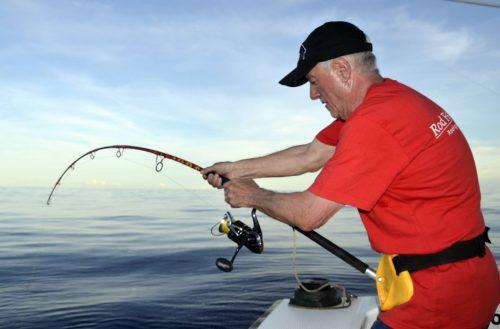 Combat avec une carangue ignobilis en pêche a l'appât - www.rodfishingclub.com - Rodrigues - Maurice - Océan Indien