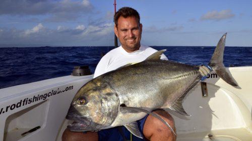 GT prise en pêche au jig - www.rodfishingclub.com - Rodrigues - Maurice - Océan Indien