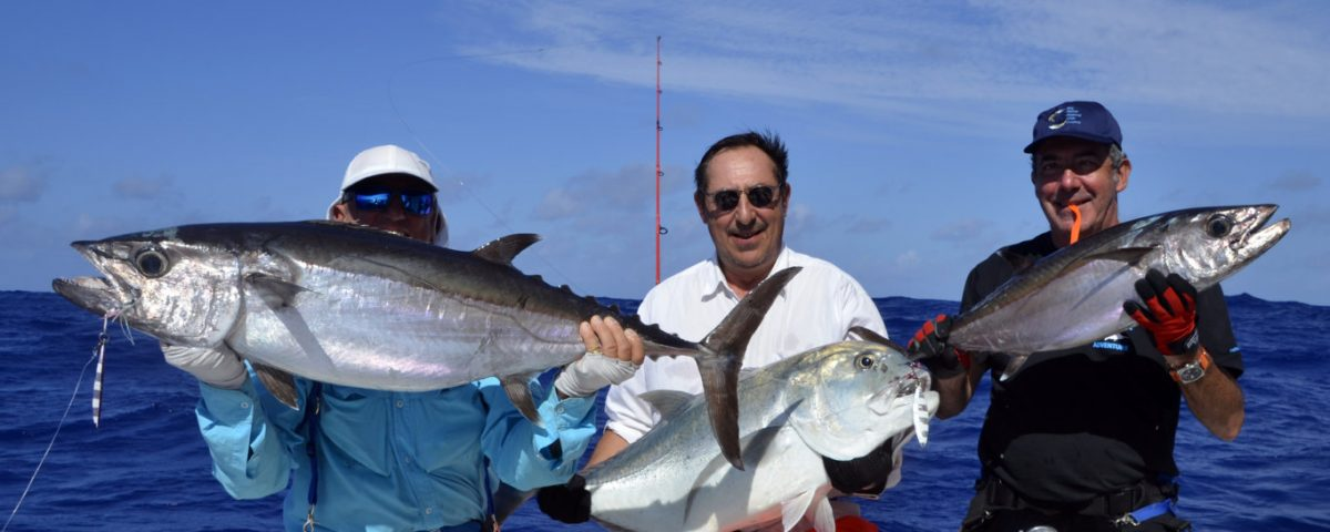 Beau triplé en peche au jig - www.rodfishingclub.com - Rodrigues - Maurice - Ocean Indien