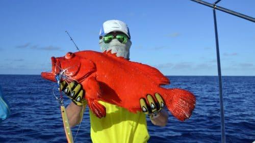 Mama rouge en peche au jig par Peter - www.rodfishingclub.com - Rodrigues - Maurice - Ocean Indien