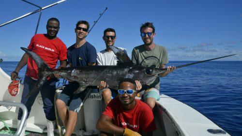 Equipe entiere et xiphias - www.rodfishingclub.com - Rodrigues - Maurice - Ocean Indien