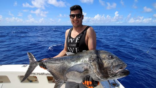 Giant trevally GT on baiting released by Yazad - www.rodfishingclub.com - Rodrigues - Mauritius - Indian Ocean